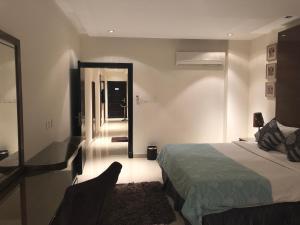 Cama ou camas em um quarto em ذرا للأجنحة الفندقية 2