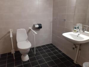A bathroom at Motell Holms Lier Sør