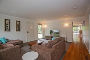 A seating area at Bay Breeze Retreat