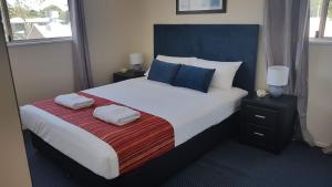 A bed or beds in a room at Santalina On Hervey Bay