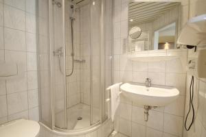 A bathroom at City Hotel Freiburg
