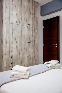 A bed or beds in a room at Central Beauty