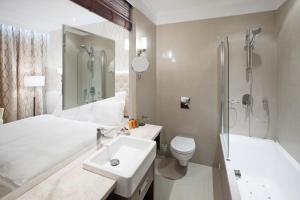 Koupelna v ubytování Pytloun City Boutique Hotel