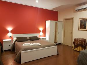 A bed or beds in a room at Simpson Rooms