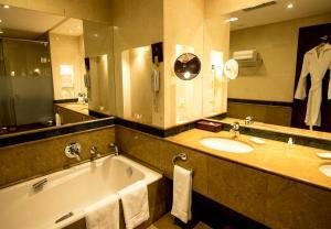 A bathroom at Islamabad Serena Hotel