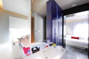 A bathroom at Mode Sathorn Hotel