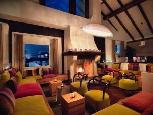 Lounge oder Bar in der Unterkunft Giardino Mountain