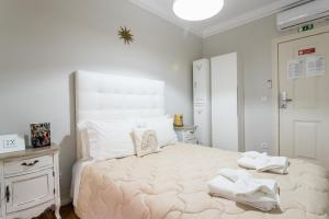 A bed or beds in a room at Lisboa Central Hostel