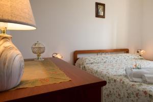 Letto o letti in una camera di appartamento giardini primo