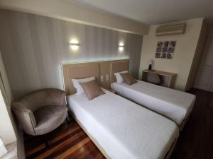 A bed or beds in a room at Hotel Residencial Dora