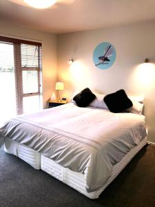 A bed or beds in a room at Lavender Hill