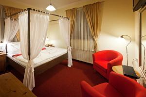 Postel nebo postele na pokoji v ubytování Pytloun Hotel Liberec