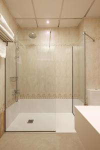 A bathroom at Hotel Mediterraneo Valencia