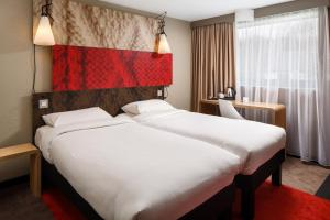 A bed or beds in a room at ibis Birmingham Centre Irving Street