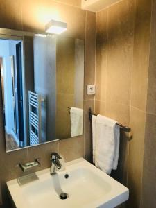 A bathroom at Hotel de L'Union