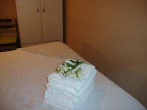 A bed or beds in a room at Balcón curva de Estafeta