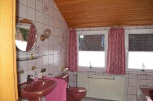 Ein Badezimmer in der Unterkunft Grensemann, Ferienwohnung