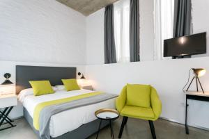 A bed or beds in a room at La Puerta de Palacio - Adults Only
