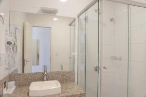 Um banheiro em Açores Premium- Aeroporto 15 minutos