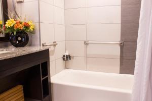 A bathroom at Saratoga Casino Hotel