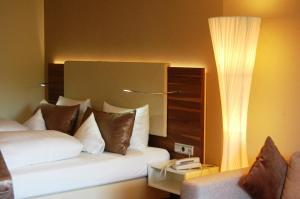Ein Bett oder Betten in einem Zimmer der Unterkunft Hotel Heide Kröpke