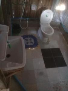 A bathroom at Sirianda Bungalows