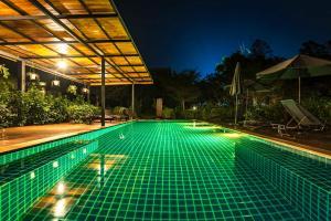 Der Swimmingpool an oder in der Nähe von Koh Mak Ao Kao White Sand Beach