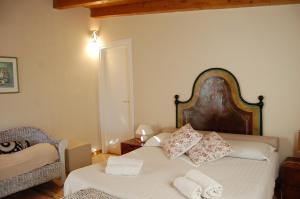 A bed or beds in a room at Agriturismo L'Aglientu B&B