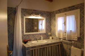 A bathroom at Agriturismo L'Aglientu B&B