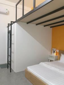 A bed or beds in a room at Alley Quy Nhon Homestay
