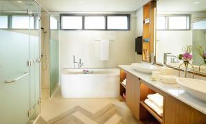A bathroom at Discovery Shores Boracay