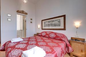 A bed or beds in a room at Cappelle Medici