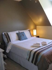 A bed or beds in a room at Le Goéland