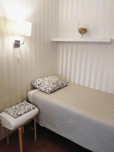 Кровать или кровати в номере Apartments na Academicheskoy