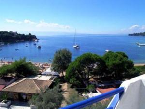 Utsikt över poolen vid Kolios Beach Seaview Studios eller i närheten