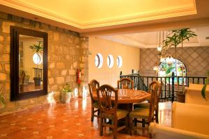 A restaurant or other place to eat at Hotel Valles