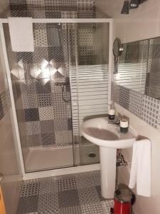 A bathroom at Pension Arena Alicante