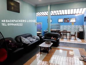 The lobby or reception area at Kb Backpackers Lodge