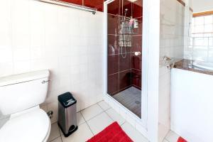 A bathroom at Saxenburg Wine Farm