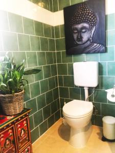 A bathroom at Inner City Hideaway - CBD