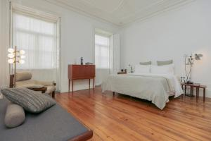 A bed or beds in a room at Rosa Et Al Townhouse