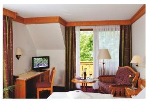 Телевизор и/или развлекательный центр в Parkhotel zum Stern