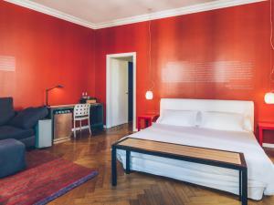 A bed or beds in a room at Iberostar Las Letras Gran Via