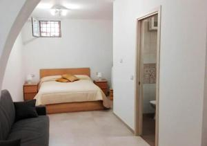 A bed or beds in a room at La Dimora dei Longobardi Studio Apartment