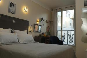 A bed or beds in a room at Hotel Novex Paris