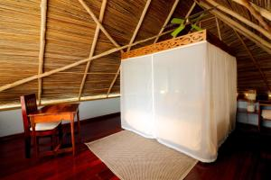 A bed or beds in a room at Punta Caracol Acqua Lodge