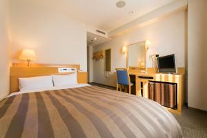 A bed or beds in a room at Ark Hotel Hiroshimaeki Minami
