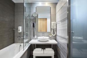 A bathroom at Apollo Palace