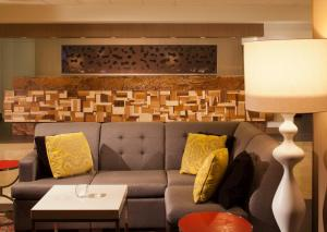 A seating area at Omaha Marriott