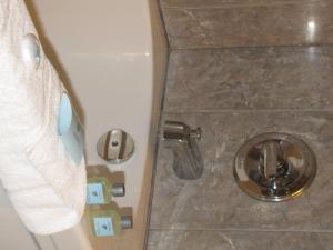 A bathroom at Barclay Hotel